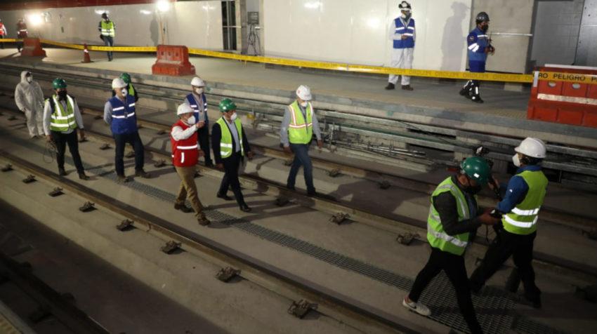 Funcionarios del Metro de Quito, encabezados por el alcalde Jorge Yunda, visitaron las instalaciones del Metro de Quito, el 8 de junio de 2020.