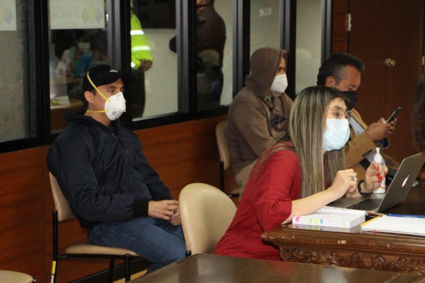 Daniel Mendoza y su abogada, Gabriela Moreira, durante la audiencia de formulación de cargos en la Corte Nacional, el 5 de junio de 2020.