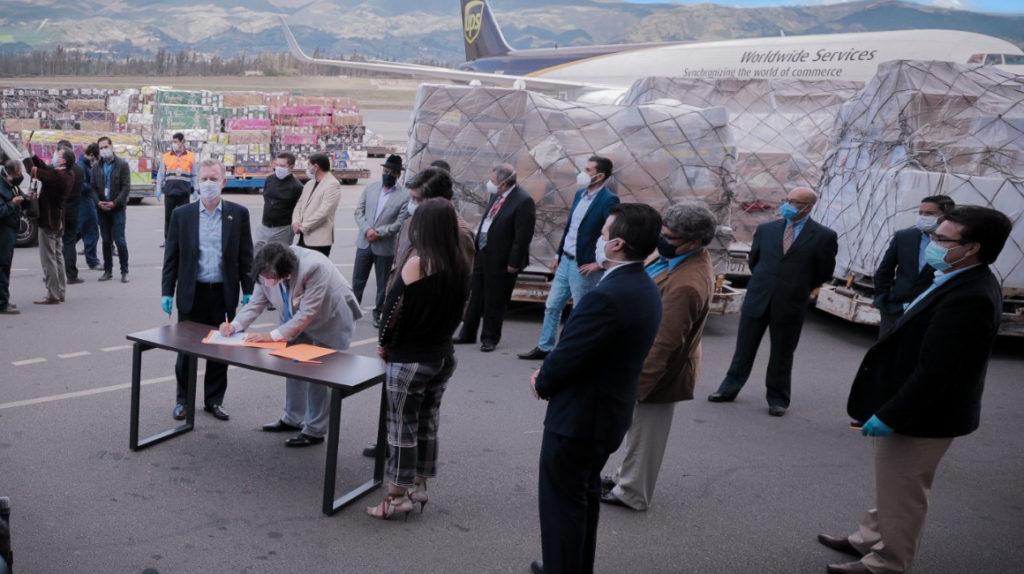 Ecuador recibe 8,8 toneladas de ayuda médica para enfrentar la pandemia
