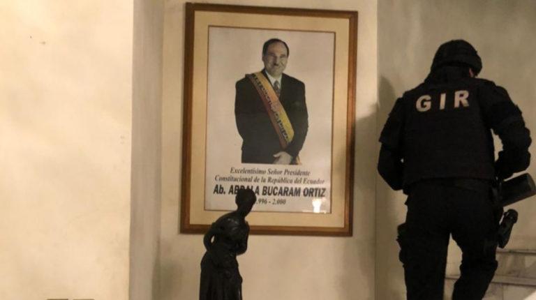 Imagen del allanamiento en la casa de Abdalá Bucaram Pulley, hijo del expresidente Bucaram Ortiz, el 3 de junio de 2020.