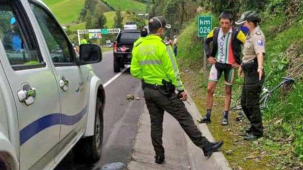 Un ciclista de 18 años fallece en Carchi, después de ser atropellado