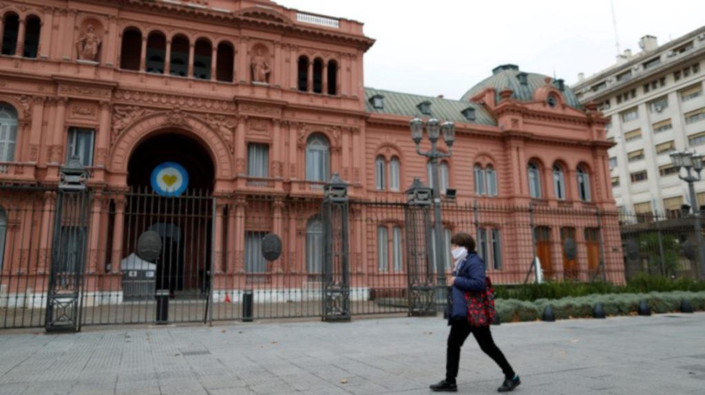 S&P rebaja calificación de dos bonos argentinos en dólares de 'CC' a 'D'