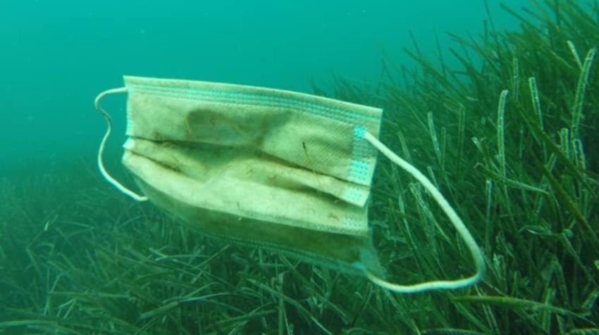 Guantes y mascarillas encontrados en el Mar Mediterráneo por el Colectivo Opération Mer Propre.