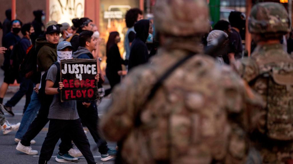 Casi 1.200 detenidos por altercados en Los Ángeles