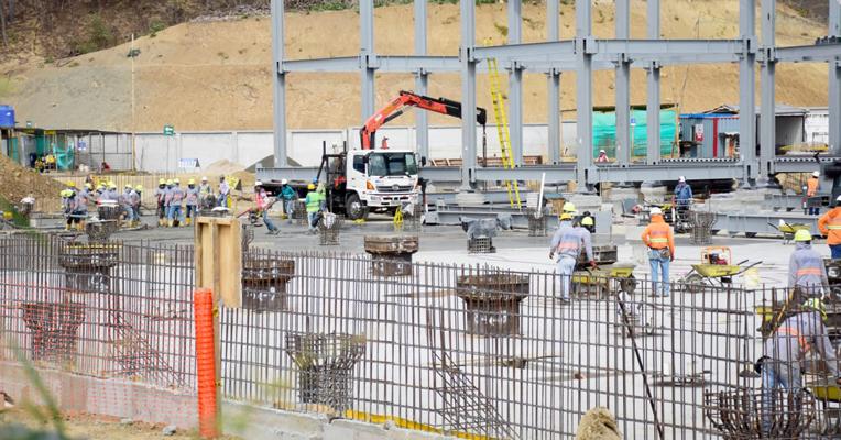 La construcción del hospital de Bahía de Caráquez, al norte de Manabí, tiene un avance del 45%.