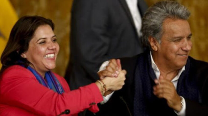 El presidente Lenín Moreno y la entonces vicepresidenta María Alejandra Vicuña celebran el triunfo virtual en la consulta pupular, la noche del 4 de febrero de 2018.