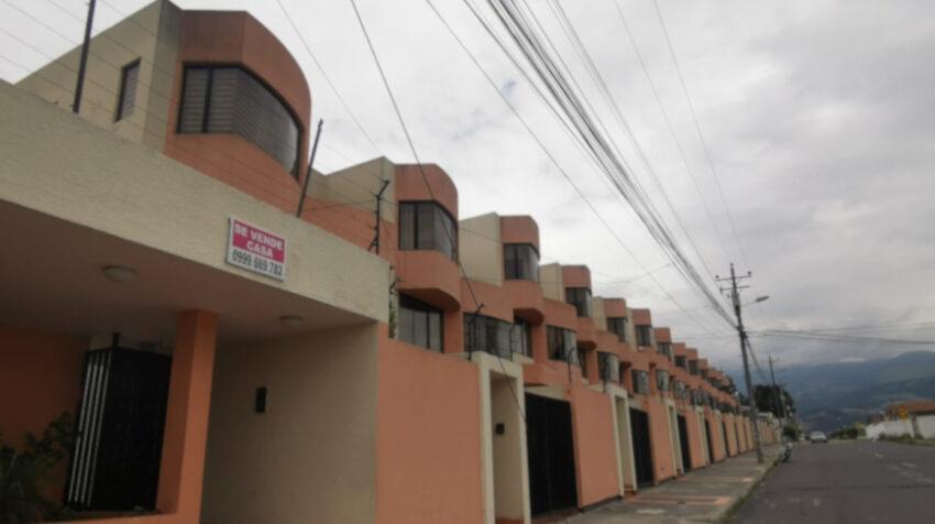 Anuncio de venta de una casa, en el norte de Quito, el 22 de junio de 2020.