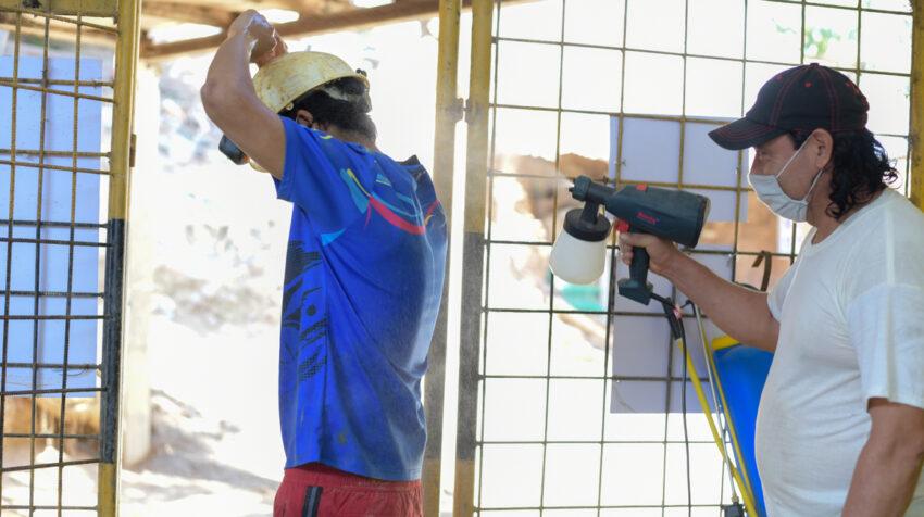 En Portovelo, El Oro, se hace desinfección a trabajadores de empresas mineras.