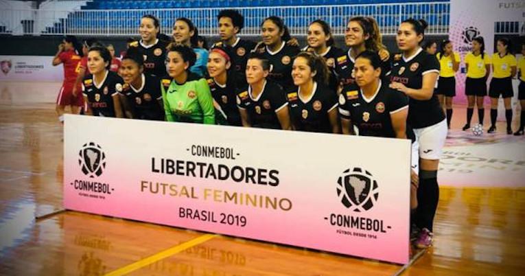 Las jugadoras del equipo de Aviced FC, antes de un partido por la Copa Libertadores de Fútbol Sala, en 2019.