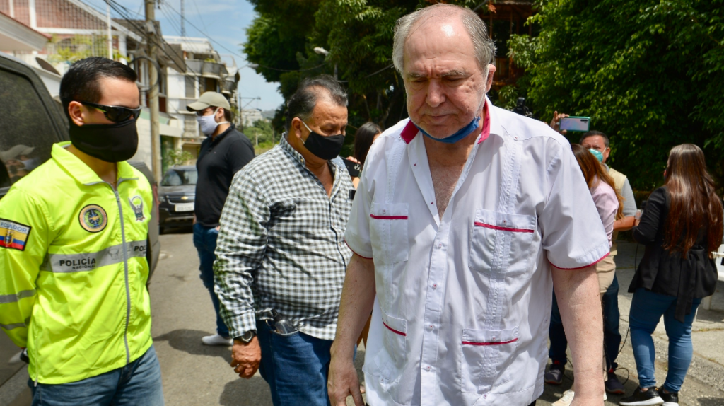 Cuatro procesos arrinconan al expresidente Bucaram