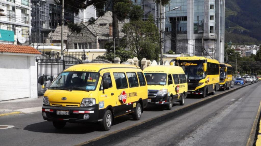 Transportistas públicos rechazan la revisión vehicular 2020 en Quito