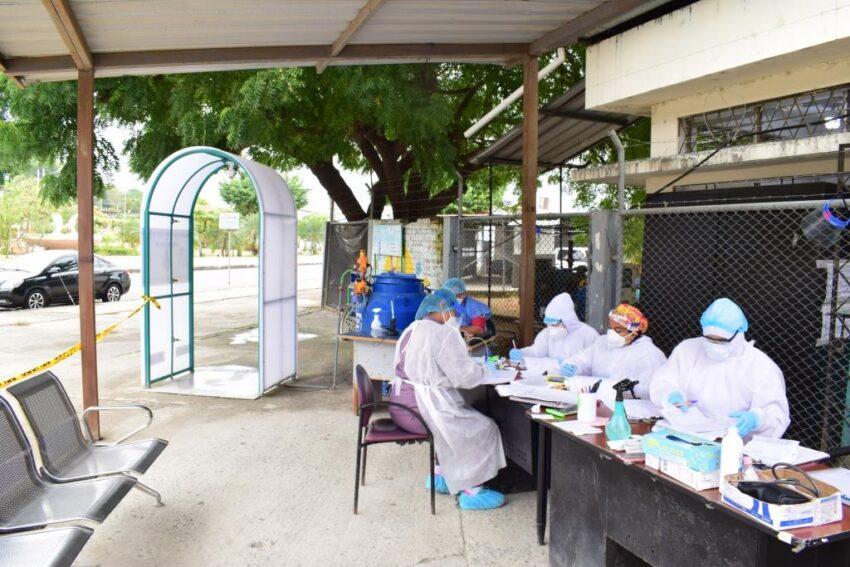 El triaje respiratorio del hospital de contingencia Miguel Hilario Alcívar, en Bahía de Caráquez.