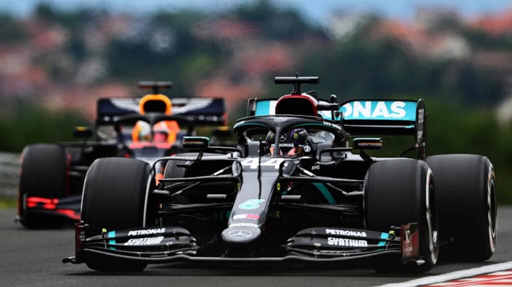 Hamilton lidera prácticas del GP de Hungría antes de una fuerte lluvia
