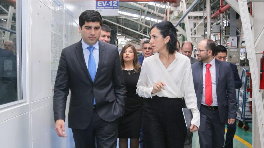 El 25 de septiembre de 2019, el vicepresidente Otto Sonnenholzner y la entonces directora del SENAE, María Alejandra Muñoz, durante un recorrido empresarial. Muñoz es desde el 17 de julio de 2020 la nueva Vicepresidenta de Ecuador.