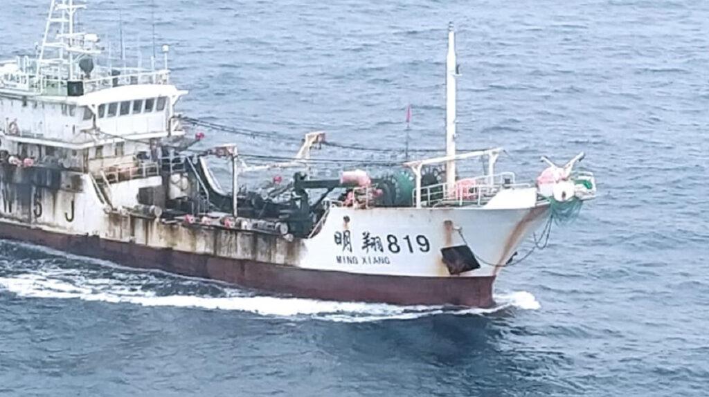 Armada vigila a 260 buques extranjeros estacionados cerca de Galápagos