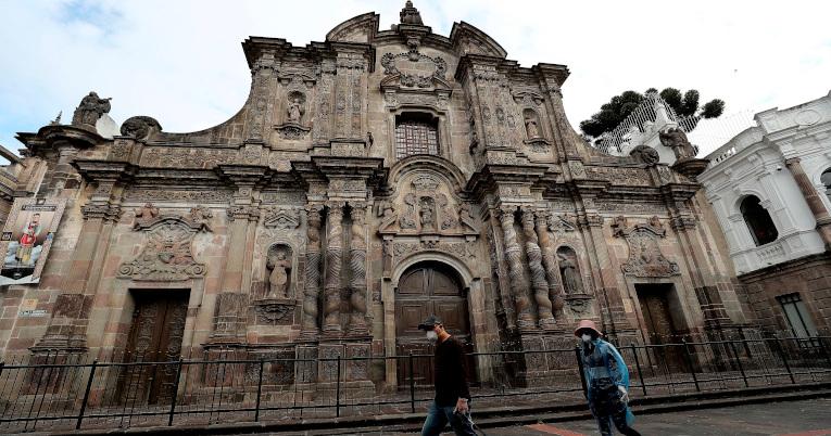 Fotografía de archivo fechada el 29 de marzo de 2020 que muestra la Iglesia de la Compañía de Jesús, en Quito.