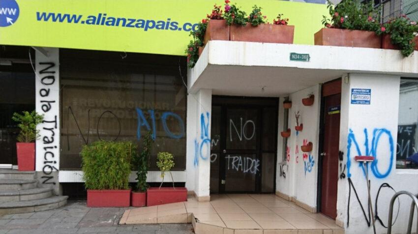 Tras la ruptura entre correístas y morenistas la sede de AP fue bandalizada por los primeros, que tuvieron que abandonar el edificio, en enero de 2018.