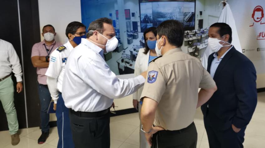 Andrés Roche, el pasado 21 de junio de 2020, cuando el COE nacional recibió  autoridades del Municipio de Guayaquil.