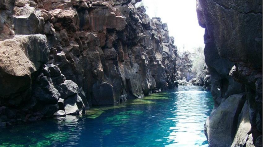 Las Grietas es un popular balneario del cantón Santa Cruz.