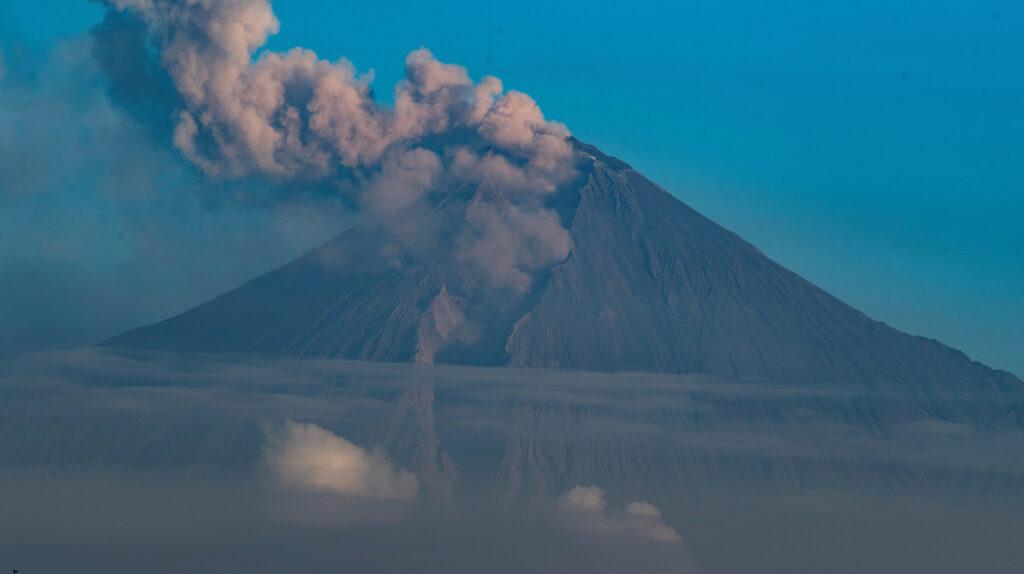 Geofísico advierte de posible descenso de lahares del volcán Sangay
