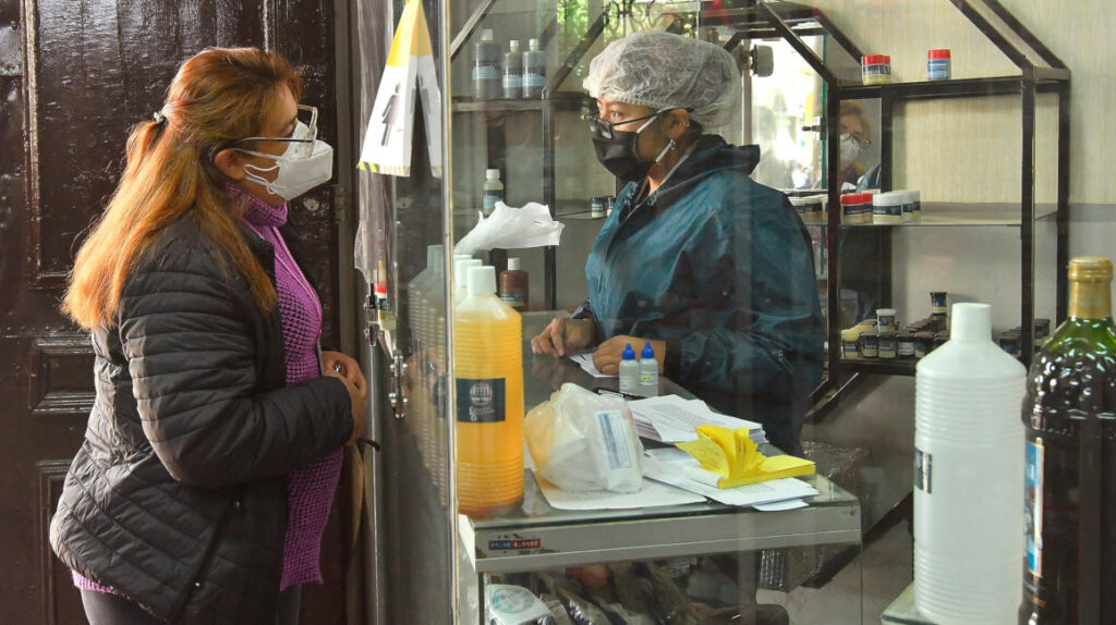 """""""El dióxido de cloro destruye bacterias y virus, pero también células humanas"""""""