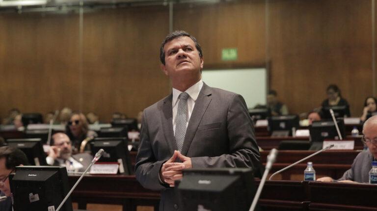 Eliseo Azuero durante el Pleno de la Asamblea, del 13 de marzo de 2018.
