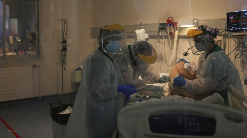 Covid-19 puede transmitirse vía aérea durante procedimientos médicos