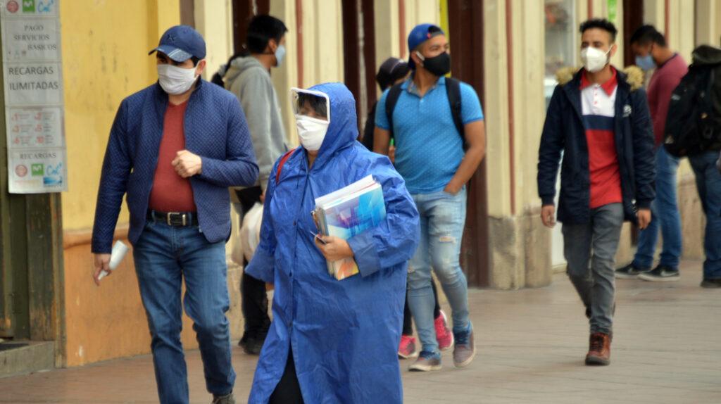 Científicos ecuatorianos alertan sobre el peligro del uso de dióxido de cloro contra el Covid-19