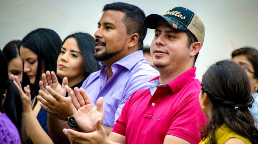 Karen Argandoña, Marilin Veintimilla, Gabriel Farfán y Jean Carlos Benavides, miembros del movimiento Mejor, en el evento por el Día de la Mujer en Manabí, el 6 de marzo de 2020.