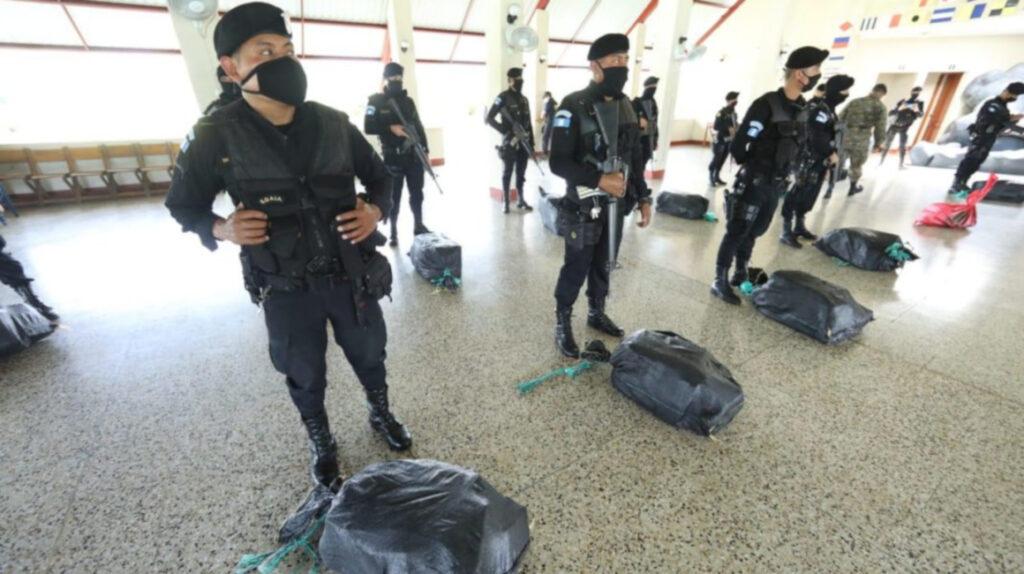 Marina de Guatemala incauta 355 paquetes de cocaína provenientes de Ecuador