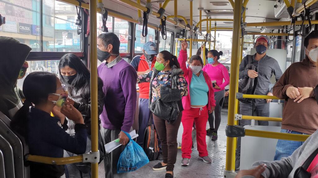 Lasso veta cinco artículos de ley de Transporte por inconstitucionales