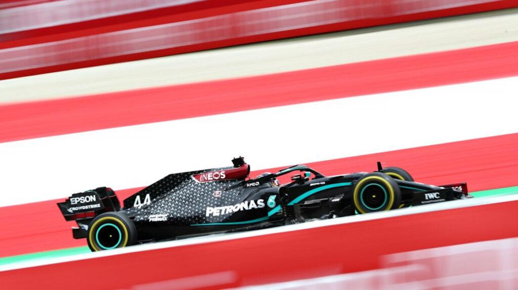 Hamilton repite mejor tiempo en la segunda práctica libre de Austria