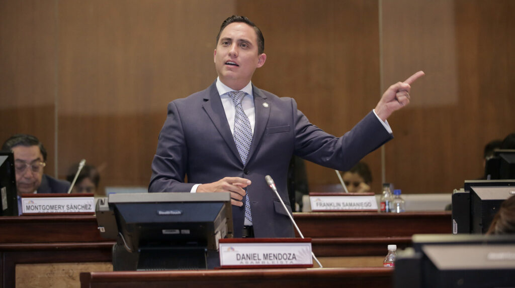 Comisión propone destituir a Mendoza e instalar una placa en la Asamblea