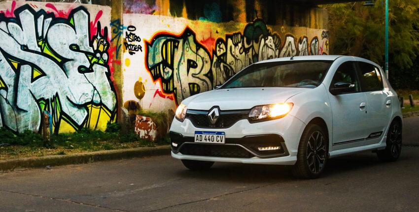El restyling del Renault Sandero R.S. h se lanzó en marzo de 2020.