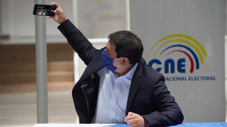 El candidato presidencial de Fuerza Compromiso Social y Centro Democrático, Andrés Arauz, durante la aceptación de su candidatura, el 27 de agosto de 2020.