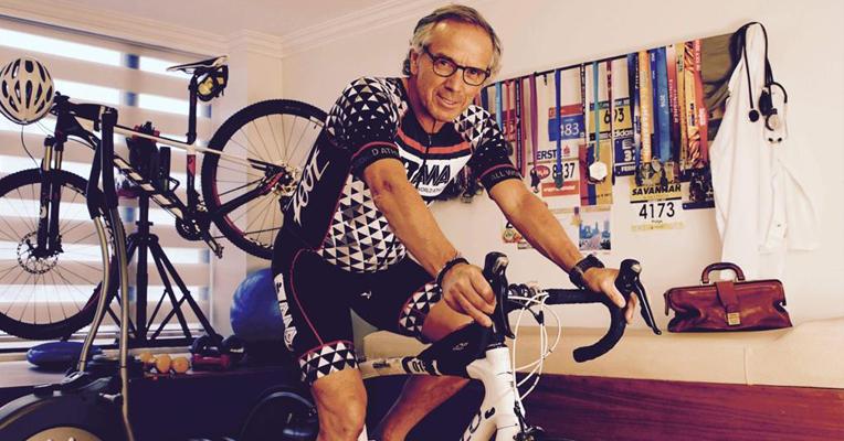 Pulga Torres, listo para salir en bicicleta.