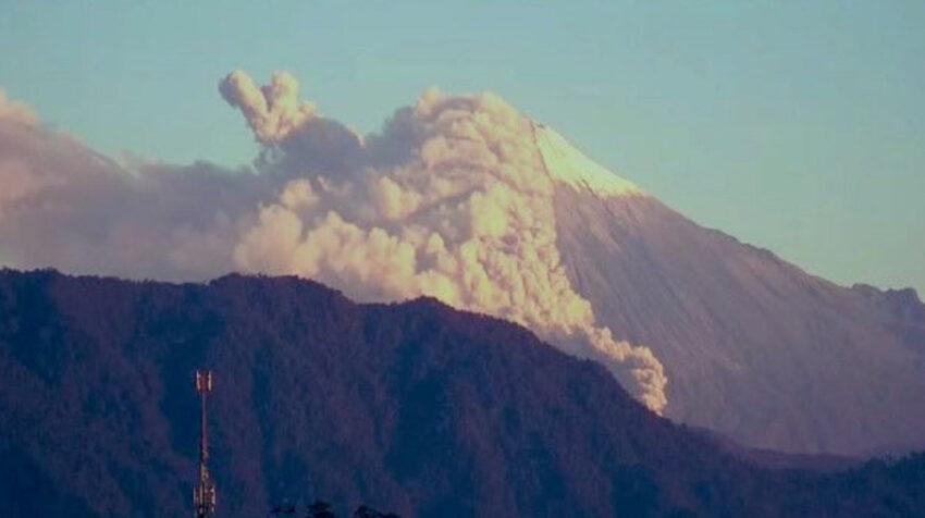 Imagen del volcán Sangay captada por las cámaras del Servicio ECU 911 de Macas, el 27 de agosto de 2020.