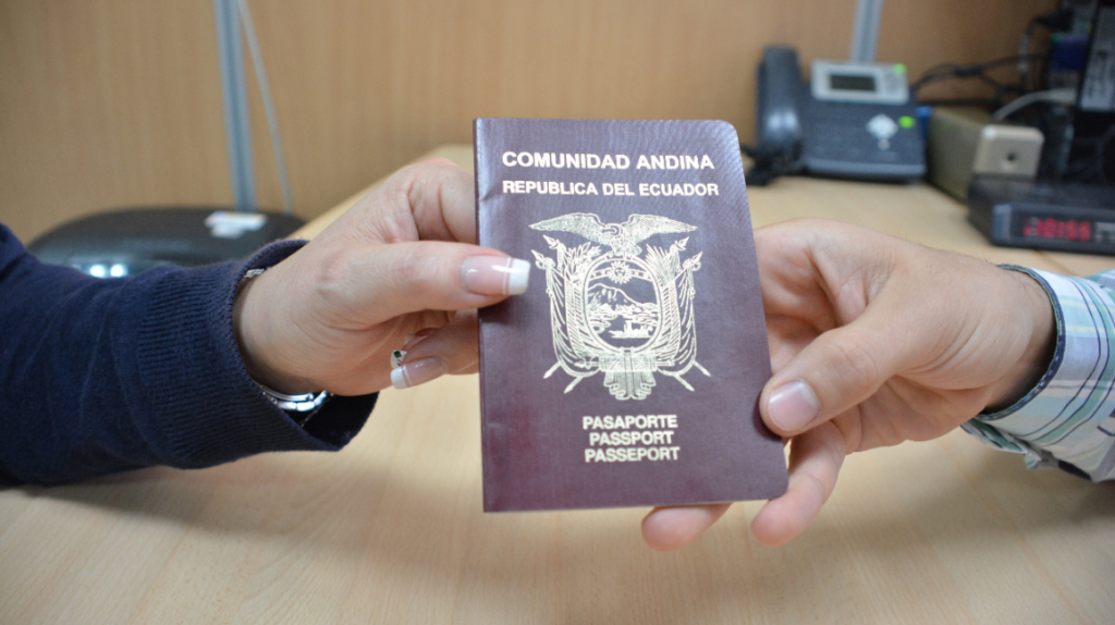 Pasaportes caducados durante la emergencia tendrán validez hasta febrero de 2021