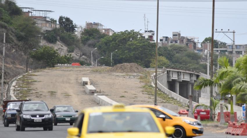 Uno de los viaductos que contemplaba la vía Manta - Colisa.