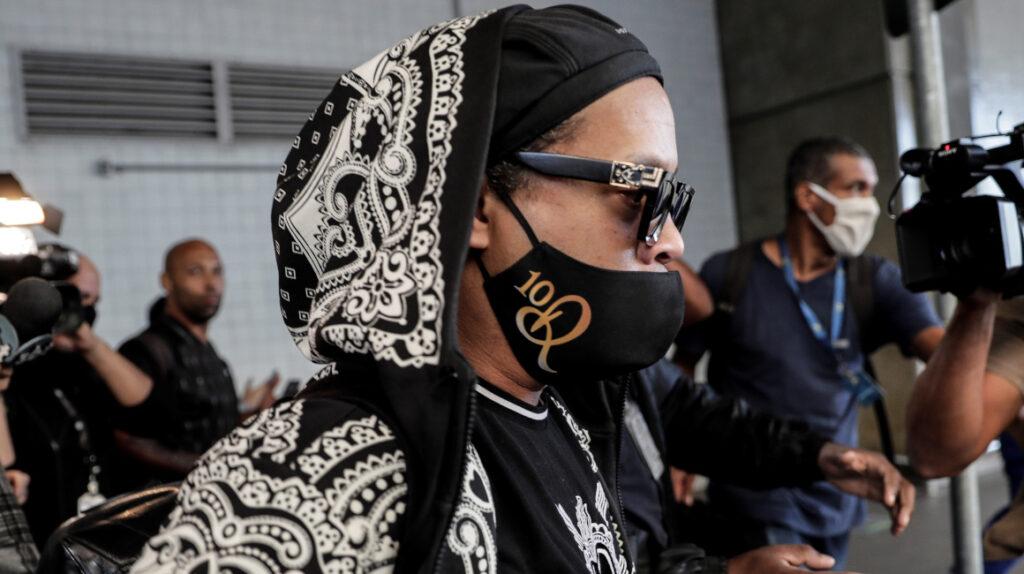 Ronaldinho partió rumbo a Brasil tras salir en libertad en Paraguay