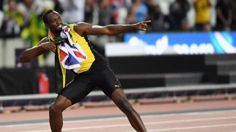 El deportista jamaicano, Usain Bolt, celebrando uno de sus triunfos en pista
