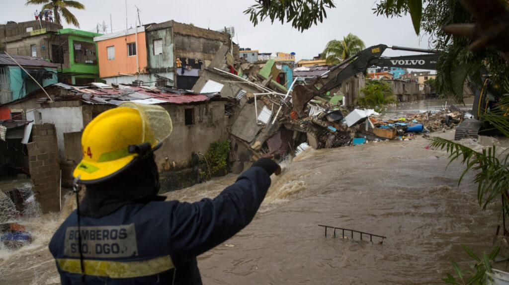 Tormenta Laura va a Cuba con vientos más fuertes y el huracán Marco se acerca a Estados Unidos