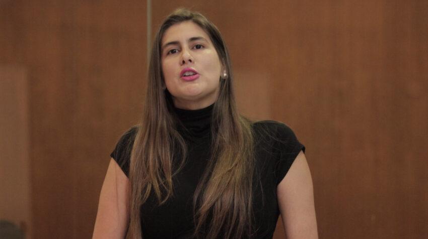 Cristina Reyes durante una sesión de la Asamblea, en diciembre de 2015.