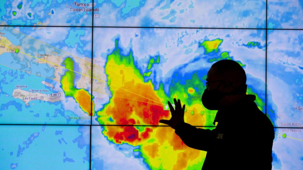 Torrenciales lluvias en República Dominicana por tormenta Laura