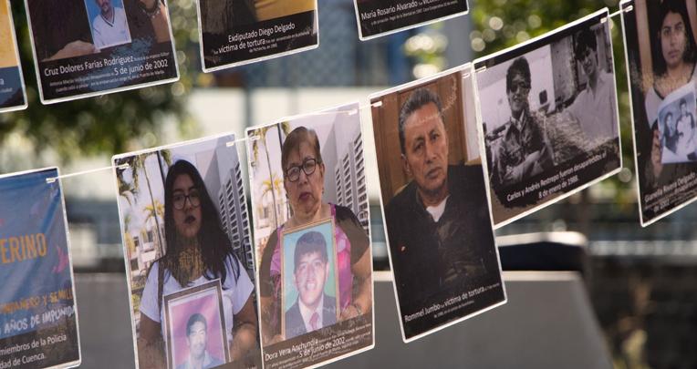 En la Plaza de la Memoria de Quito, el 8 de junio de 2020, protestaron por la lentitud en los casos entregados por la Comisión de la Verdad.
