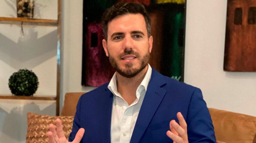 Víctor López, asesor electoral de Otto Sonnenholzner. Imagen tomada el 22 de agosto de 2020. Foto: EFE