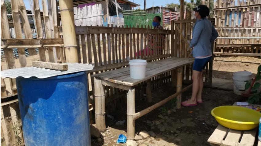 En Cañaveral el agua se almacena en tanques que están afueras de las casas.