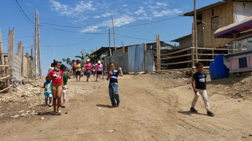 Cañaveral es una cooperativa conformada con lomas de tierra amarilla sin servicios básicos.