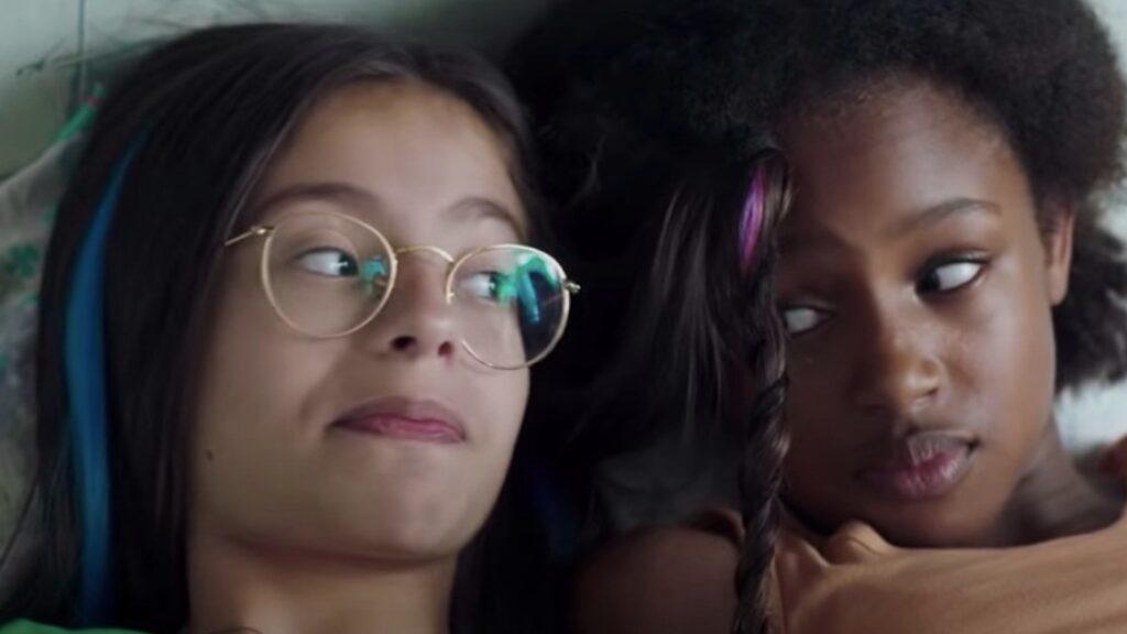 Netflix pide perdón por sexualizar a niñas en el cartel de una película