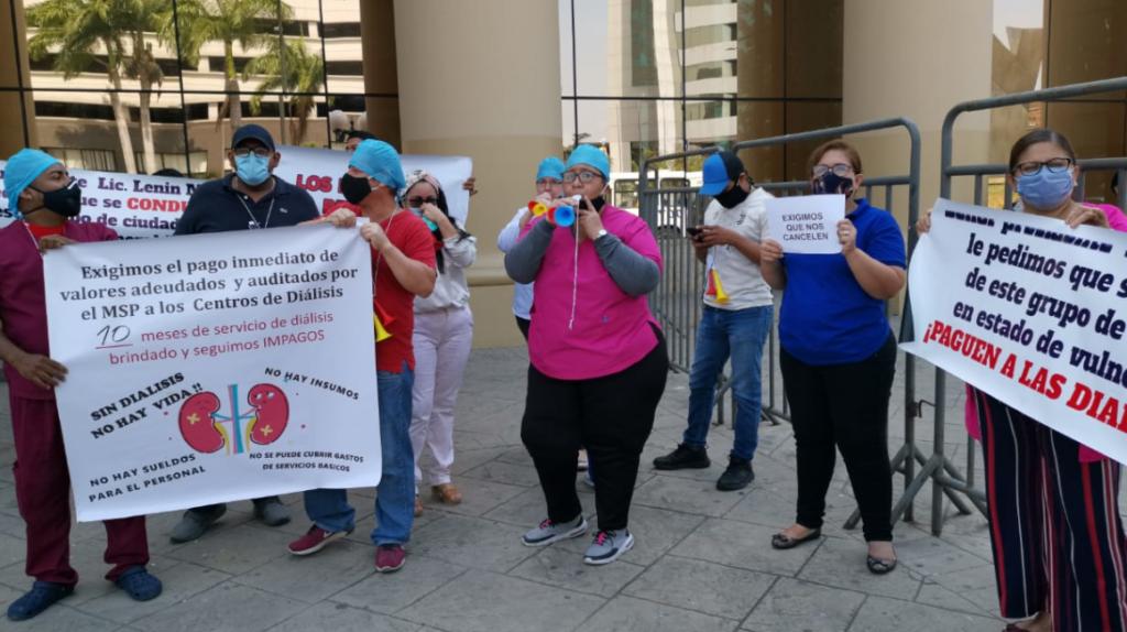 Corte Constitucional ordena la creación de un plan para pagar a clínicas de diálisis